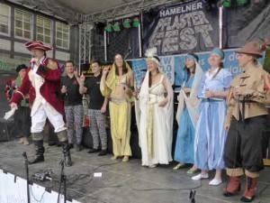 Cast-auf-der-Bühne